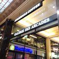 写真:スターバックス コーヒー (シャンゼリゼ通り店)