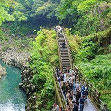真名井の滝を臨む遊歩道