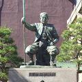 写真:柴田勝家像