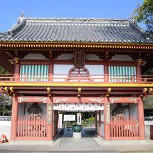 弘法大師お手植えの樹齢1200年の大杉「長命杉」が境内にあります。