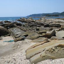 奇岩だらけの海岸