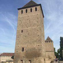 関所みたいな塔