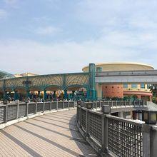 舞浜駅付近から見えるイクスピアリ