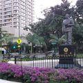 写真:カラカウア王銅像
