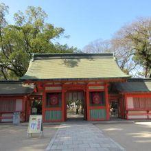 古くから博多の繁栄に寄与し、地元の信仰を集める神社