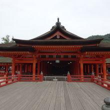厳島神社の本殿。