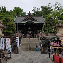 歴史ある大本堂前の門