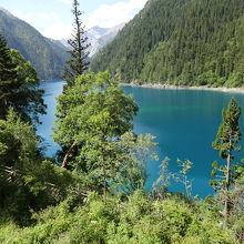 九塞溝で一番大きな湖だそうです。