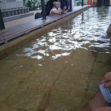 熱海駅の目の前にある足湯