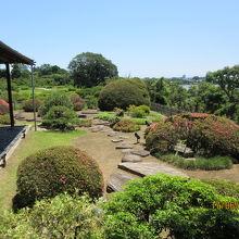 好文亭の庭と千波湖