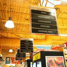 ロブソンSTの端っこ 高級スーパーマーケット
