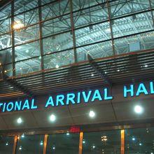 エジプト航空の拠点空港で、空港内は広くて空間も多かった印象でした。