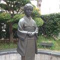 写真:三橋鷹女の像
