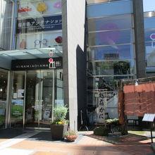 福井県名産が所狭しと並んでます。