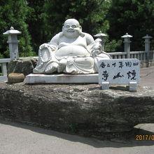 山岳ハイウエーの寺