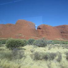 エアーズロックと同じ岩なのに景色はまるで違う