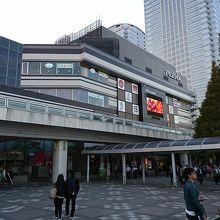 海浜幕張駅前のショッピングモール