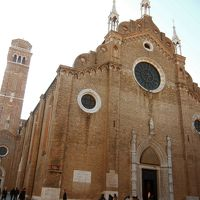 サンタ マリア グロリオーサ デイ フラーリ教会
