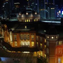 屋上庭園から見た東京駅駅舎です。