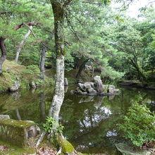 庭が美しい毛利家の茶室