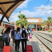 鉄道の終点駅で新市街にあります。