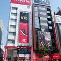 写真:神田小川町スポーツ用品店街