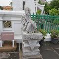 写真:中国風の石像 (ワットアルン内)