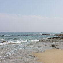 エメラルド色の海が綺麗