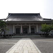 日本最古のコンクリート寺院。