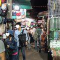 写真:廟街のナイトマーケット (男人街)