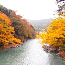 紅葉も楽しめる美しい渓谷