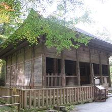 鎌倉時代からの歴史を感じる『旧覆堂』