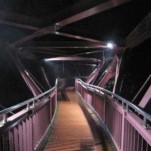 鶴仙渓に架かるユニークな形の橋