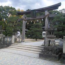 吉田松陰を祭神とする神社で松下村塾などの見どころあり
