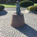 写真:赤い靴はいてた女の子像 (山下公園)