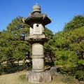 写真:六義園 石灯籠
