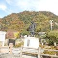 写真:吉川経家公銅像