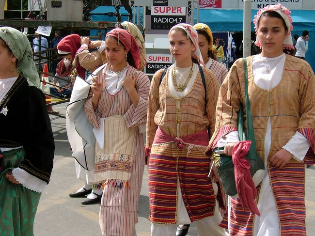 キプロスの降り立ったのは、南キプロスがEUに加盟するちょうど前日。首都ニコシアは連日のフェスティバル。キプロス各地をまわろうかと計画してたのですが、予定を変更して、ニコシアに留まって、この時でしか味わえないスペシャルなフェスティバルを、キプロスの人たちと一緒に、楽しんできました。