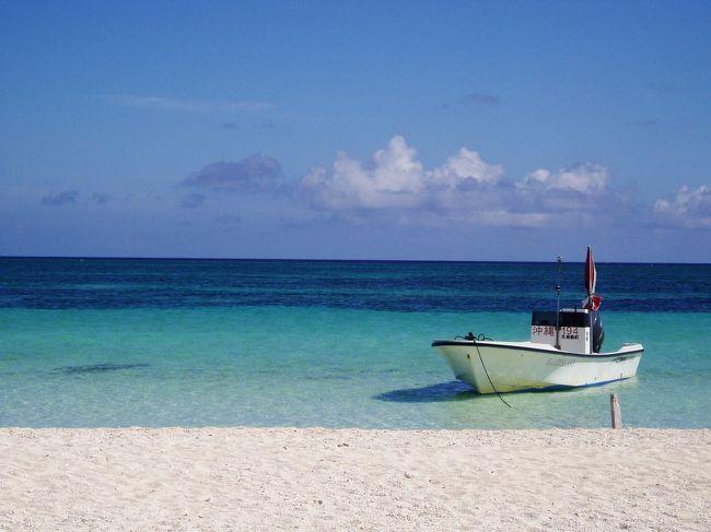 """沖縄に魅了され、本島には何度も行っておりましたが、初めて行った離島が久米島です。<br />小さな島なので、レンタカーで半日もかからずに一周出来てしまいます。<br />海も空も、食事も地元の人たちも、とっても素敵な島でした☆<br /><br />写真にはありませんが、""""バーデハウス久米島""""とってもお勧めです☆綺麗な海を見ながらのジャグジーは最高でしたよ〜!!<br /><br />滞在先:ホテル日航久米アイランド(3泊4日)"""