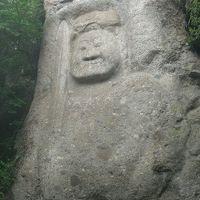 鬼が積み上げた石段をのぼり、磨崖仏にお会いする。