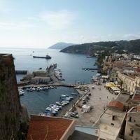 16日間の美食とビーチバカンスのシチリア!Vol22(第4日目午前) ☆エオリエ諸島:リパリ(Lipari) リパリ城の周囲風景と旧港(コルタ港)側の絶景♪