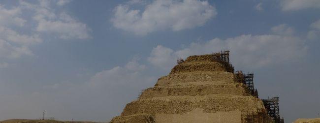 憧れのエジプト(4) 〜サッカラ 階段...