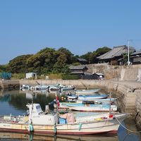 アートの島 佐久島を歩こう!前半 西港から上陸し黒壁の集落を歩く 青い空と青い海を見ながらおひるねハウスでのんびりする旅