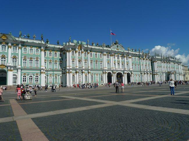 ついに、親分格?のロシア入国。<br /><br />観光ビザを自力で取りに行ったり、何かと面倒だったり、威圧的だったり、<br />さっすがの国であることよ。<br /><br />でもサンクト・ペテルブルクは昔からのあこがれでもあった。<br />歴史も芸術も、バレエも。<br />ロシアに行くのならここ、と決めていた。<br /><br />白夜の3日間、フル活動してきたよー!<br /><br />この日はエルミタージュ見学がメイン!