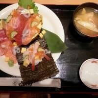 朝食は 函太郎で ちらし寿司 函館朝市探訪