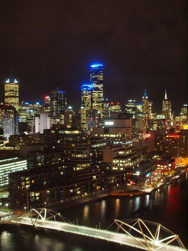 2013年GW後半スタート。<br /><br />毎年の事ながら今年も暦通りのGW。<br />前半に比べてちぃと1日ほど長いGW後半はオーストラリアへ行く事にしました。<br />ここ12年ほど毎年GWにはオーストラリアを訪れております。<br /><br />行先は迷った挙句メルボルン。<br />メルボルンは15年ほど前の年末年始に一度行っただけ。<br />今回は車を借りてメルボルン郊外の自然を堪能する事にしました。<br /><br />メルボルンの郊外は、動物がいたり、すばらしい自然があったり、素晴らしいワイナリーがありました。<br />今回はグレートオーシャンロードは行く時間がなく行けませんでしたが、次回はグレートオーシャンロード、さらに温泉と訪れてたいと思っています。<br /><br />メルボルンは街も自然もすばらしい街でした。<br /><br />☆旅行形態:個人旅行<br />☆航空会社:JALCクラス<br />☆ホテル :ヒルトンメルボルンサウスワーフ(メルボルン)<br />      ヒルトンシドニー(シドニー)<br />☆お世話になったリンク<br /> ○ヒルトンメルボルンサウスワーフ http://www.hilton.co.jp/HiWayWeb/appmanager/portals/hotel?_nfpb=true&_pageLabel=hotel_home_standard&ctyhocn=MELSWHI <br /> ○Phillip Islad http://www.penguins.org.au/<br />○ヒルトンシドニー http://www.hilton.co.jp/HiWayWeb/appmanager/portals/hotel?_nfpb=true&_pageLabel=hotel_home_standard&ctyhocn=SYDHITW<br /><br />★Rate:A$1=約101円<br /><br />(上記のリンクは旅行当時のものです)<br />---------------------------------------------------------<br /><br />*記事のポリシー→http://4travel.jp/traveler/suzuka/profile/