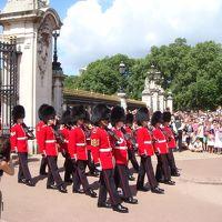 バッキンガム宮殿の近衛兵交代式