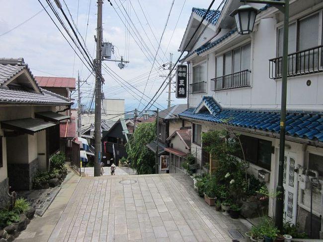 国には、マイナーともメジャーとも言えない「ディープ」な<br /><br />地域がいくつかあります。<br /><br />今回は、奈良県生駒市のディープな場所<br /><br />「宝山寺新地(生駒新地)」をご紹介します。<br /><br />京都の実家に帰省のついでに訪れました。<br /><br /><br />★ディープな場所シリーズ<br /><br />釜ヶ崎&飛田新地(大阪)<br />http://4travel.jp/traveler/satorumo/album/10464129/<br />http://4travel.jp/travelogue/11147308<br />五条楽園(京都)<br />http://4travel.jp/traveler/satorumo/album/10481833/<br />http://4travel.jp/travelogue/10801251<br />横浜の青線地帯跡・黄金町&日ノ出町(神奈川)<br />http://4travel.jp/traveler/satorumo/album/10502282/<br />信太山新地(大阪)<br />http://4travel.jp/traveler/satorumo/album/10540577/<br />松島新地(大阪)<br />http://4travel.jp/traveler/satorumo/album/10543325<br />山谷&吉原(東京)<br />http://4travel.jp/traveler/satorumo/album/10577369/<br />http://4travel.jp/travelogue/10950418<br />滝井新地(大阪)<br />http://4travel.jp/traveler/satorumo/album/10597351/<br />今里新地(大阪)<br />http://4travel.jp/traveler/satorumo/album/10599481/<br />かんなみ新地(兵庫)<br />http://4travel.jp/traveler/satorumo/album/10602744/<br />天王新地(和歌山)<br />http://4travel.jp/traveler/satorumo/album/10605153/<br />飾り窓(オランダ・アムステルダム)<br />http://4travel.jp/traveler/satorumo/album/10644833<br />http://4travel.jp/traveler/satorumo/album/10781304/<br />宝山寺(生駒)新地(奈良)<br />http://4travel.jp/traveler/satorumo/album/10804891/<br />大和郡山「洞泉寺町&東岡町」(奈良)<br />http://4travel.jp/traveler/satorumo/album/10806452/<br />コザ吉原社交街(沖縄)<br />http://4travel.jp/travelogue/11013883<br />真栄原社交街(沖縄)<br />http://4travel.jp/travelogue/11014715<br />渡鹿野島(三重)<br />http://4travel.jp/travelogue/11104558<br />寿町(神奈川)<br />http://4travel.jp/travelogue/11151175