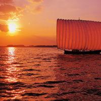 秋の夕日に染まる霞ヶ浦の帆引き船&紅葉見頃の筑波山神社