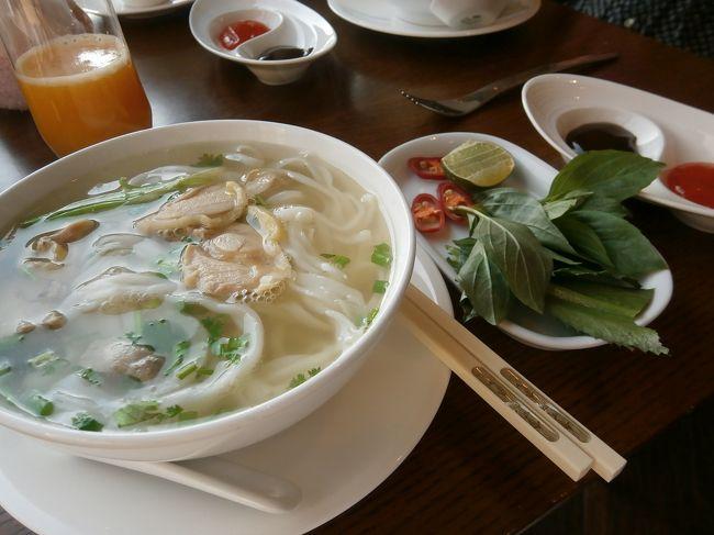 寒い日本を離れてベトナムのホーチミンに行ってきました。<br /><br />変則的ですけど、ソウルに立寄ってから、成田発JL759便でホーチミンへ。<br />帰りはJL750便。4泊6日です。<br /><br />ベトナム料理は美味しかったです。あとマッサージも最高でした。<br />日本の3月はベトナムでは乾季なので旅行中はずっとよい天気でした。